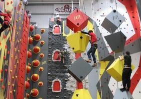 Как выбрать скалодром для батутного центра?
